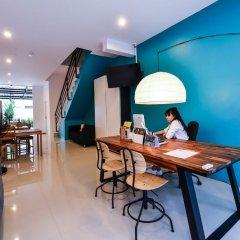 Отель Two Color Patong ресепшен