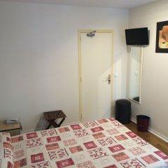 Отель Hôtel Paris Gambetta 3* Стандартный номер с двуспальной кроватью