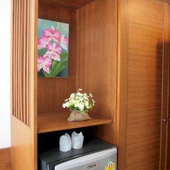 Отель Rojjana Residence мини-холодильник