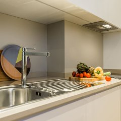 Апартаменты Hintown Apartments Montenapoleone Милан кухня в номере