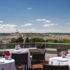 Отель Sofitel Rome Villa Borghese столовая на открытом воздухе