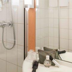 Отель ibis Schiphol Amsterdam Airport Нидерланды, Бадхевердорп - 7 отзывов об отеле, цены и фото номеров - забронировать отель ibis Schiphol Amsterdam Airport онлайн ванная фото 2