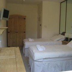 The Queensbury Hotel 2* Номер Эконом с 2 отдельными кроватями (общая ванная комната)