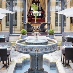 Отель Hôtel California Champs Elysées терраса/патио
