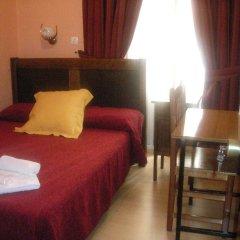 Отель Hostal Comercial Стандартный номер с двуспальной кроватью (общая ванная комната)
