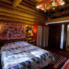 Гостевой дом Бобровая Долина Номер Сандык (сундук) двуспальная кровать фото 3