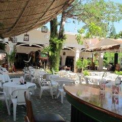 Отель Kata Garden Resort столовая на открытом воздухе