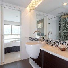 Апартаменты The Regent Phuket Serviced Apartment Kamala Beach раковина ванной комнаты