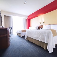 Отель Holiday Inn Express Guadalajara Expo комната для гостей фото 3