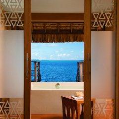Отель Four Seasons Resort Bora Bora 5* Бунгало с различными типами кроватей фото 9