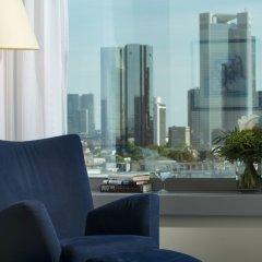 Maritim Hotel Frankfurt 4* Улучшенный номер с различными типами кроватей