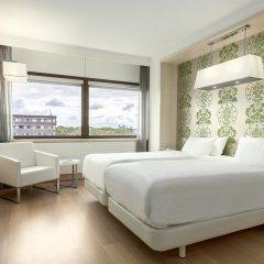 Отель NH Amsterdam Zuid 4* Улучшенный номер с двуспальной кроватью