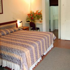 Beachcombers Hotel 3* Стандартный номер с различными типами кроватей