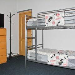 Апартаменты AHOSTEL Кровать в мужском общем номере с двухъярусной кроватью