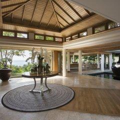 Отель Trisara Villas & Residences Phuket вестибюль