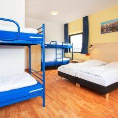 Отель a&o Amsterdam Zuidoost 2* Кровать в общем номере с двухъярусной кроватью