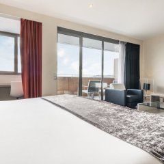 Отель ILUNION Barcelona 4* Люкс с различными типами кроватей фото 7