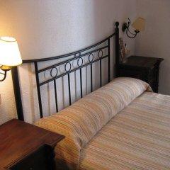 Отель Pension Catedral 2* Стандартный номер с двуспальной кроватью (общая ванная комната)