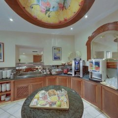 Hotel Univers место для завтрака фото 2