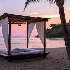 Отель Thavorn Beach Village Resort & Spa Phuket пляж