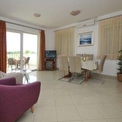 Отель Apartmani Trogir 4* Улучшенные апартаменты с различными типами кроватей