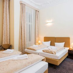 Upper Room Hotel Kurfurstendamm 3* Стандартный семейный номер с различными типами кроватей