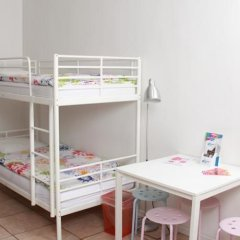 Brussel Hello Hostel Стандартный номер с 2 отдельными кроватями (общая ванная комната) фото 4