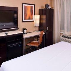 Отель Holiday Inn New York City - Times Square 3* Стандартный номер с двуспальной кроватью