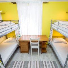 Хостел ARTIST на Курской Кровать в общем номере с двухъярусными кроватями