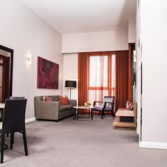 Adina Apartment Hotel Berlin CheckPoint Charlie гостиная