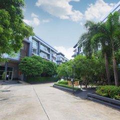 Отель The Kris Residence сад