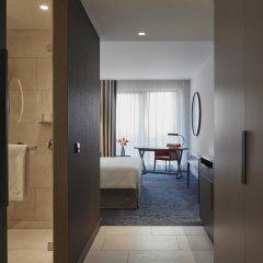 Отель Hyatt Regency Amsterdam Стандартный номер с различными типами кроватей фото 6