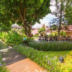 Phuket Island View Hotel сад