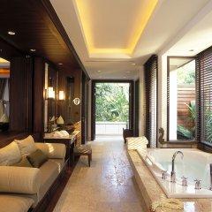 Отель Trisara Villas & Residences Phuket гидромассажная ванна