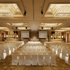 Отель Conrad Centennial Singapore конференц-зал