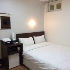 Отель Ekonomy Guesthouse Haeundae 3* Стандартный номер с двуспальной кроватью