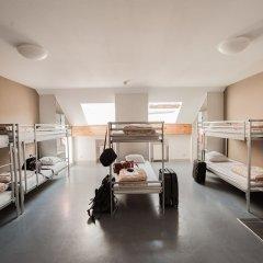 Jacques Brel Youth Hostel Кровать в женском общем номере