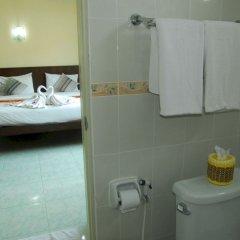 Отель Patong Palm Guesthouse комната для гостей фото 18
