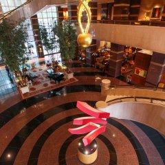 Отель Conrad Centennial Singapore вестибюль