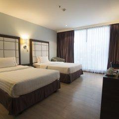 Отель Sukhumvit Suites 3* Улучшенный номер с 2 отдельными кроватями