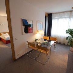 Отель Holiday Inn Berlin City-West 4* Люкс с различными типами кроватей