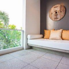 Отель Two Villas Holiday Oxygen Style Bangtao Beach балкон