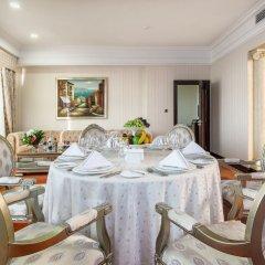 Гостиница Royal Tulip Almaty гостиная фото 2