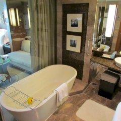 Отель Conrad Bangkok Таиланд, Бангкок - отзывы, цены и фото номеров - забронировать отель Conrad Bangkok онлайн ванная
