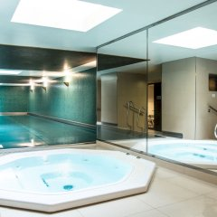 Adina Apartment Hotel Berlin CheckPoint Charlie крытая спа-ванна