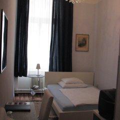 Отель Pension Lerner 3* Номер с общей ванной комнатой с различными типами кроватей (общая ванная комната)