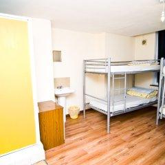 Отель Kensal Green Backpackers 1 Кровать в женском общем номере с двухъярусной кроватью
