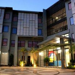 Отель Dinar Lodge вход в здание