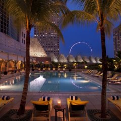 Отель Conrad Centennial Singapore открытый бассейн