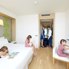 Отель Occidental Praha Five 4* Стандартный семейный номер с двуспальной кроватью фото 4